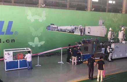 PE-luchtventilatiepijp extrusielijn loopt met succes in de fabriek van SHANGHAI JWELL-MACHINES